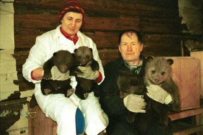 Дети, «Центр спасения медвежат-сирот» и В.С. Пажетнов